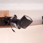So habe ich den Canon 580 EXII Systemblitz au einer Holzlatte mit Aufsatz und mini Kugelkopfstativ befestigt.